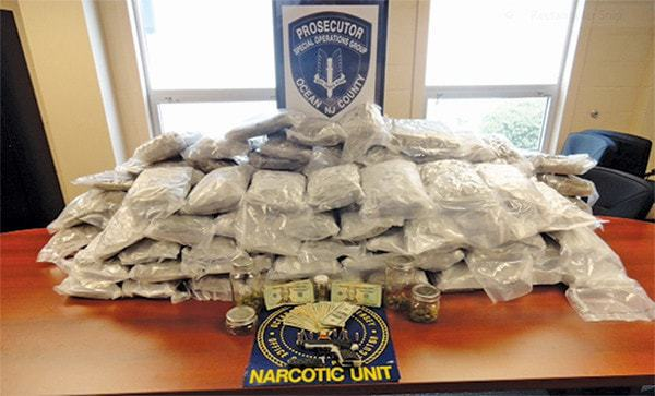 MANCHESTER: Traffic Stop Yields 550 Bags of Dope + Knife Hidden in Suspect's Pantaloons!