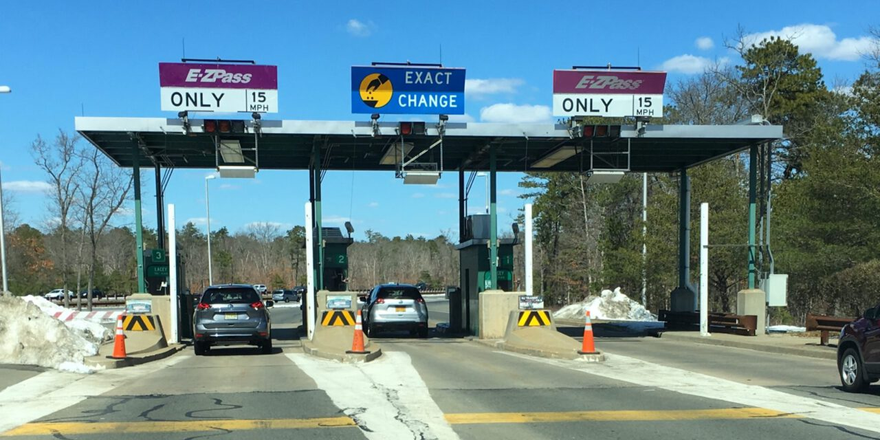 GSP: Pallet in the Lane at TR Toll Plaza- Northbound