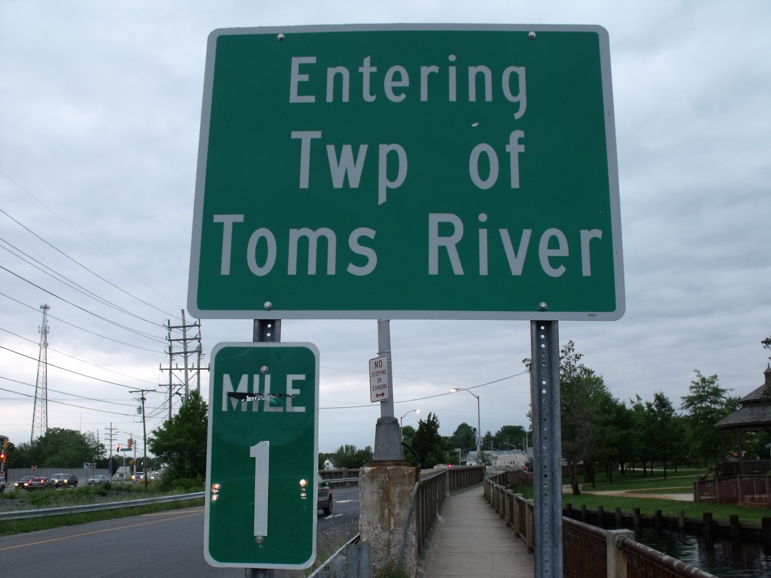TOMS RIVER: MOTOR VEHICLE ACCIDENT