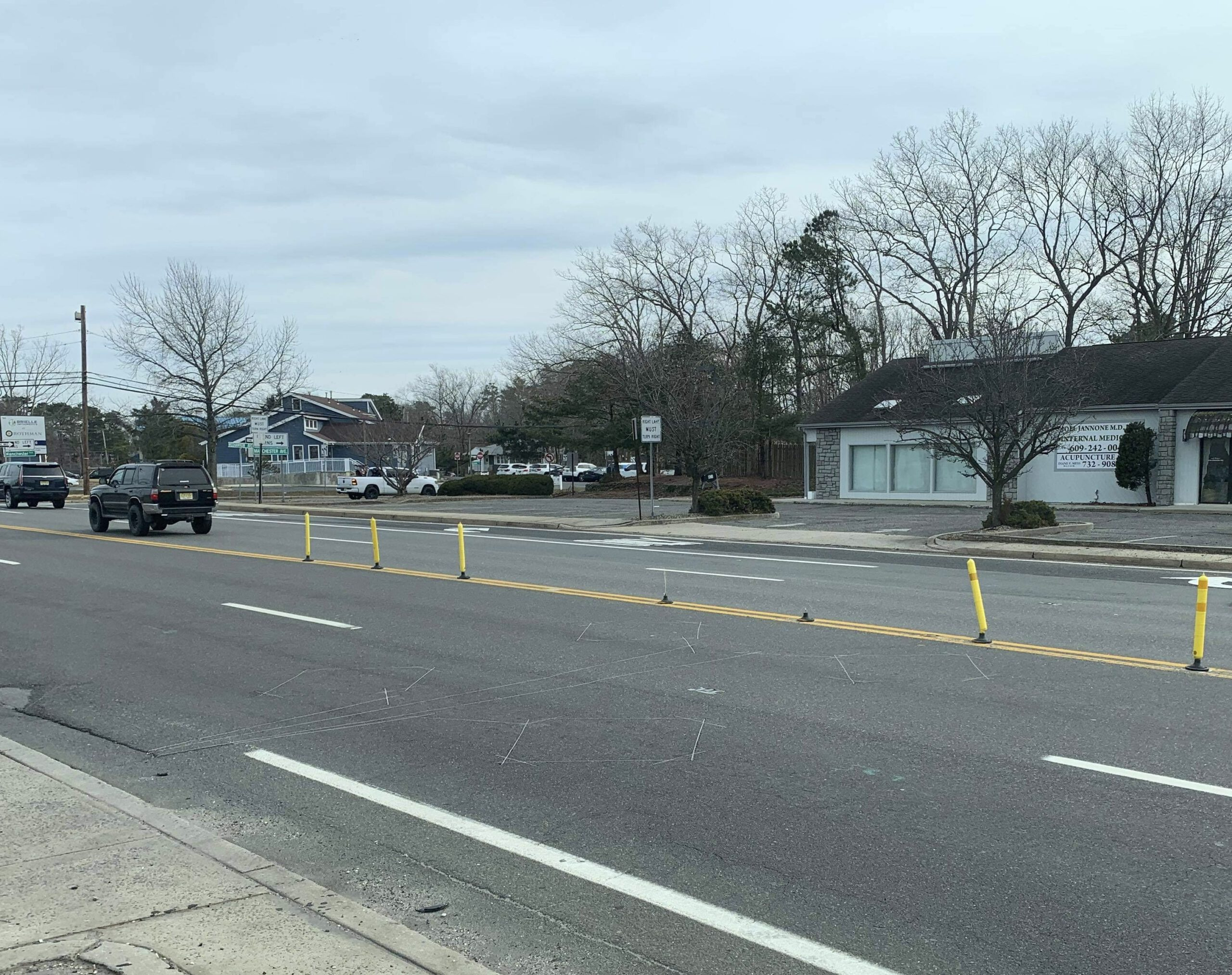 LACEY: Ongoing Massacre of Yellow Traffic Poles on Lacey Road- Update
