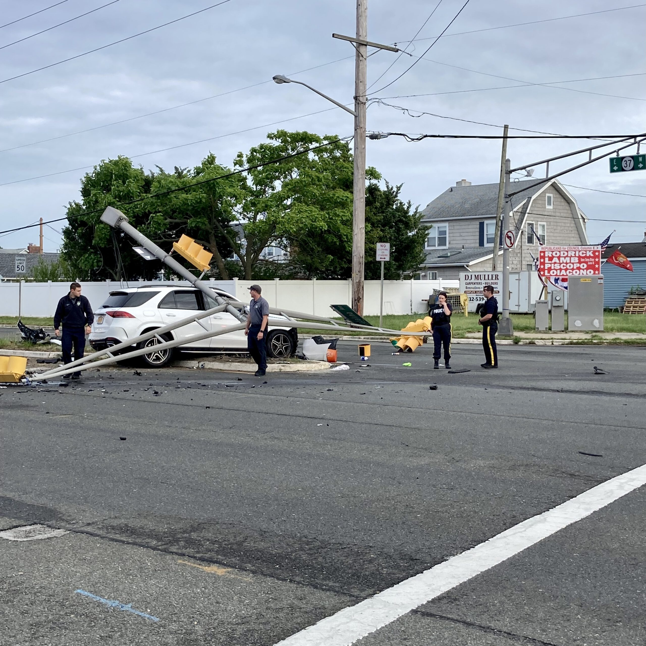 PELICAN ISLAND: Awful Driver from Woodbridge Runs Red Light- Causes Huge Accident on NJ 37 @ Catalina